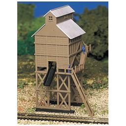 Click here to learn more about the Bachmann Industries N Built-Up Coaling Station.